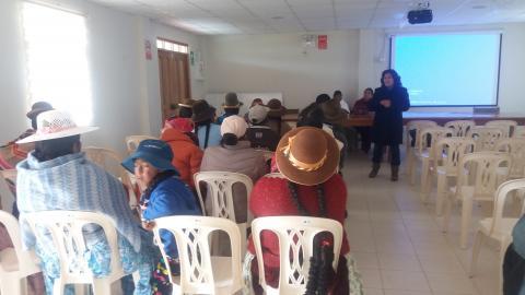 Mujeres de Centro Poblado Inchupalla reciben orientación sobre salud materno neonatal e igualdad.