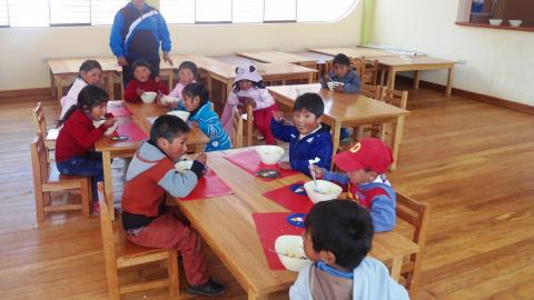 Visita a escuela inicial del distrito rural de Atuncolla