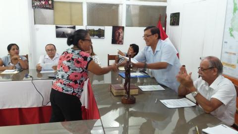 GORE Loreto entrega reconocimiento a coordinadora de MCLCP de Loreto por paticipar en elección de integrantes de sociedad civil ante el CCR LORETO