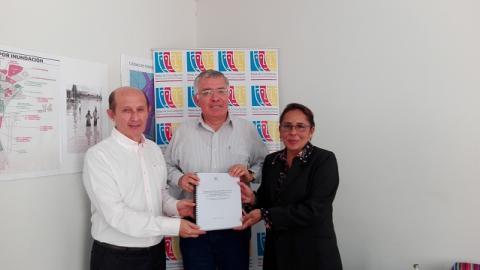 MCLCP-Lambayeque entrega documento de Propuestas de Reconstrucción a Autoridad para la Reconstrucción con Cambios- Lambayeque