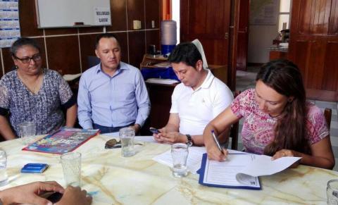 Firma del Compromiso Político de Acción Parlamentaria para el Desarrollo Humano Integral de Loreto con la Congresista Patricia Donayre Pasquel