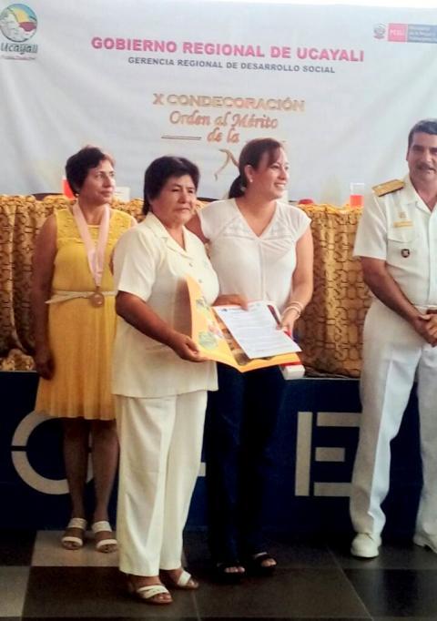 Orden al Mérito a la Mujer Ucayalina 2017 fue otorgada a coordinadora de la Mesa Regional de Ucayali